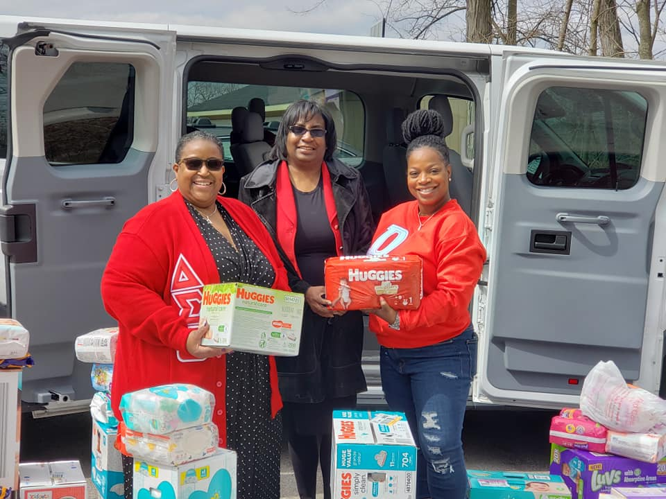 Delta Sigma Theta Sorority, Inc., St. Louis Alumnae Chapter Delivers to The Sparrow's Nest Maternity Home